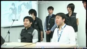 対戦前。緊張の面持ちの当社社員に比べ、余裕の表情のドワンゴ・チーム(左側・黒のベストを着たみなさん)